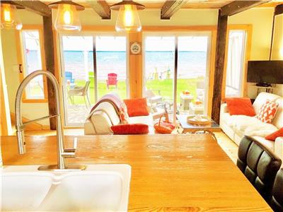 RENOVATED BEACHFRONT COTTAGE+BUNKHOUSE ~ SANDBAR FUN, WARM SWIMS, SUNSETS, 7 DAY REFUNDS & WAITLIST!