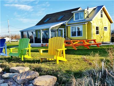 BEACHFRONT BRULE SHORE COTTAGE+BUNKHOUSE ~ AC, DW, WD, RENO'D, SANDBARS+SUNSETS-LATE AUG 2021 AVAIL!