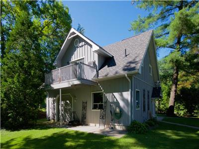 The Coach House: Quality Vacation Hideaway close to the beach in Grand Bend!