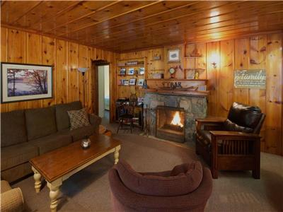 Beach Cabin: Across the Road from the Beach in Grand Bend's Southcott Pines!