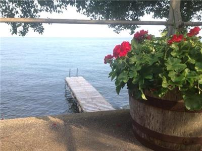 AUG. WEEKDAYS & SEPT. STILL AVAILABLE! SIMCOE SUNRISE 2 - Charming Lakefront Cottage on Lake Simcoe