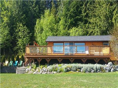 Queens Bay Hideaway Lakefront Cottage    Kootenay Lake