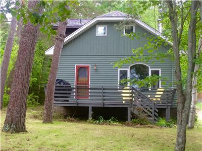 LAKE OF BAYS COTTAGE~Come visit Algonquin Park and cozy up to the fireplace~ AVAILABLE NOVEMBER 22nd
