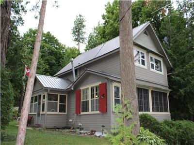 Sandy Swimming Bay! 3 bedroom cottage on Cameron Lake, Fenelon Falls, Kawartha Lakes