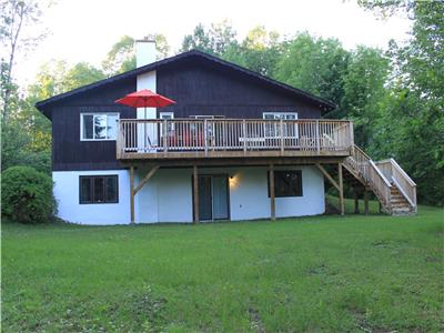 Ski Chalet with view on the slopes and deeded acces to Calabogie Lake