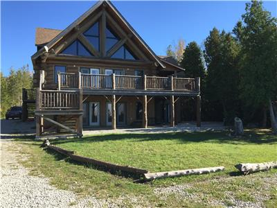 GOLDEN PINES- EXECUTIVE WATERFRONT LOG HOME
