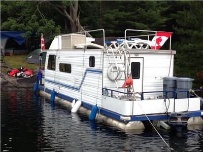 COTTAGE ON A 36 FOOT HOUSEBOAT IN SOUTH MUSKOKA (ONLY 1.5 HOURS NORTH OF TORONTO)
