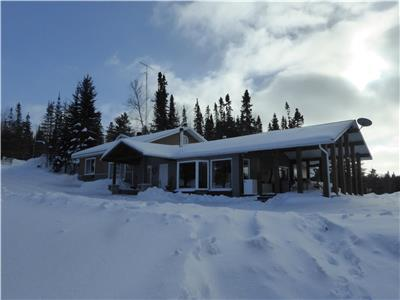 4 Seasons Cottage, Lake Kipawa, Témiscamingue, Québec. PRICE DROP, CAUSE: HEALTH PROBLEMS
