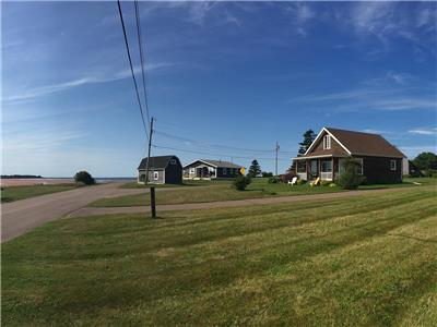 Red Sandy Toes Cottage - Immaculate, quiet beachfront, cottage only 5 mins from Confederation Bridge