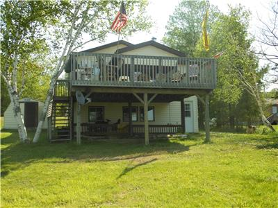 3 bedroom lakefront cottage on Lake Manitouwabing in Parry Sound