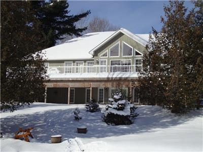 Luxurious LakeFront Cottage - Book Your Winter Gateway for 2 Nights Weekend Special from $1,050 up