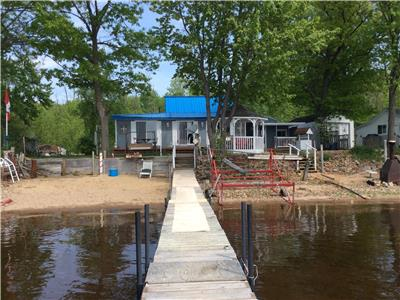 Gorgeous open concept 4 Season Home/Cottage Overlooking Ottawa River... Sleeps 17