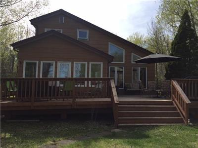 Lake Front Traverse Bay Cottage 10 minutes from Victoria Beach