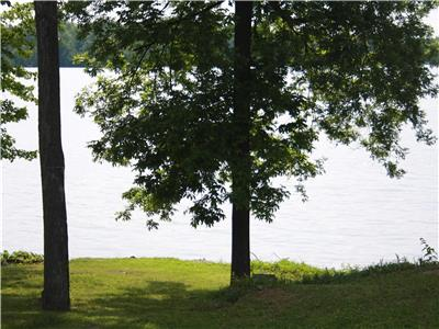 Cranberry Retreat:Waterfront winterized cottage on the Rideau nr Kingston - Now Booking! Now Heated!
