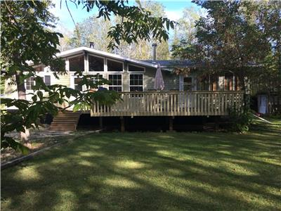 adjacent to beautiful Lac Du Bonnet, water and dock access, good fishing, WiFi, trails