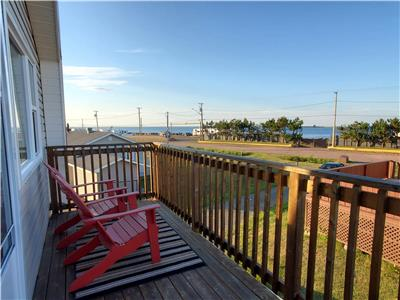 Lover's Loft - stunning view, beach access