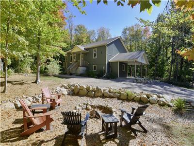Muskoka Pines - Private, lakefront, 3 bedroom cottage on private 10 acres!!
