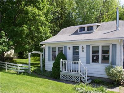 Bayfield Harbourfront Cottage: Beach Level: Sand, Water and Sailboats!