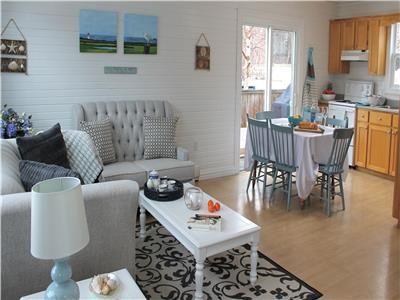 5 Family Reunion Cottages. Newly Renovated. Walk to beautiful beaches and trails of Stanhope.