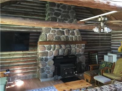 100 year old LOG HOUSE :RICE LAKE: stunning/AVAILABLE THANKSGIVING