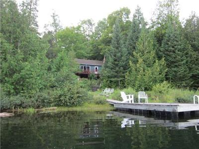 Lovely Rustic Cottage on Lac Teeples in La Peche, Quebec