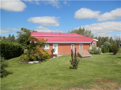 McMac's Lakeview Home located in the heart of the Ottawa Valley