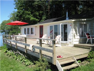 HAY BAY GETAWAY--Picton, Kingston, Wine Country, Hot Tub,  Private