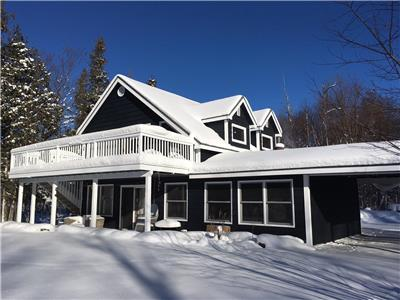 Diamond Haven, 3 bedroom, 1 bath, modern, rustic cottage on pristine Ahmic Lake in Magnetawan, ON