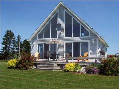 Alexanders Beach House, 3 bedroom 4 star Canada Select, directly on the beach