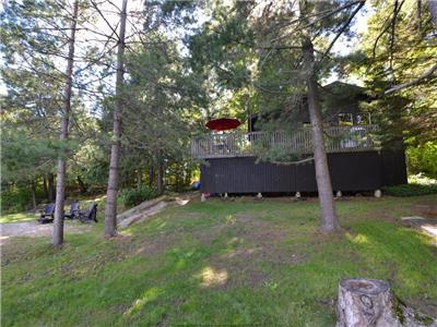 Family Friendly Cottage with Sandy Beach on Lake Manitouwabing near Parry Sound