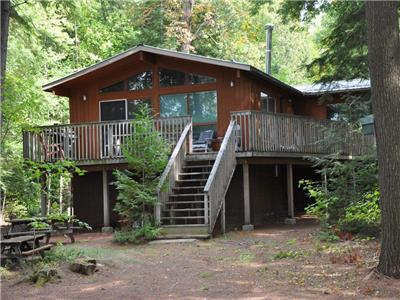 Little Redstone Lake Windsor Lodge - A Family cottage on level lot with sand beach