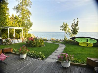 Modern artistic privat waterfront cottage