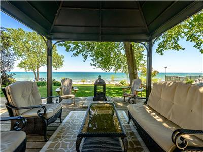 Lakeside Getaway on private shores of Lake Erie - Now Booking for Summer!
