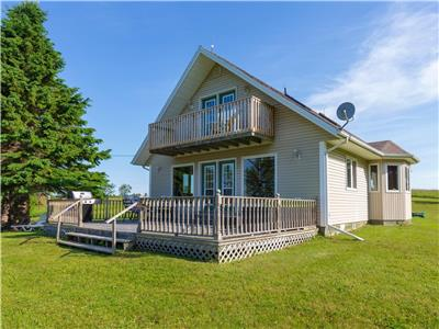 Sandy Days Beach House - Waterfront w/2 King Bed Master Bedrooms