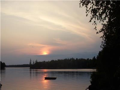 Clean, cosy cottages on Lorimer Lake. Enjoy Summer Festivities in Parry Sound.