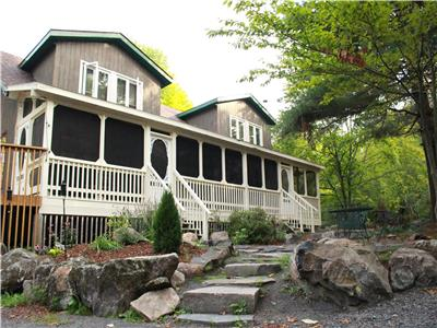 Aisling Lakehouse: Private, Lakefront, Large-family Cottage For Rent in Muskoka-Parry Sound