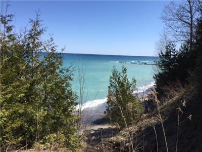 Newly-Renovated Charming Cottage Along Georgian Bay in Thornbury (min. 30 day rental)