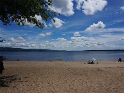 Sandy Beachfront Paradise in Constance Bay (45 minutes to downtown Ottawa)