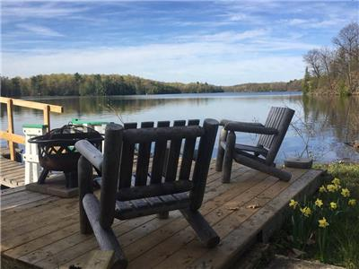 Beautiful Bob's Lake Summer Cottage        (Private 1 acre lot. Main cottage + bunk house)