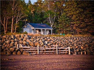 Stonesthrow Cottage- A Perfect Location for your Bay of Fundy Experience