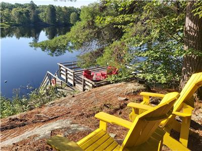 Amazing Waterfront  cottage, lots of privacy, sleeps 10, dogs welcome, two canoes and paddleboat