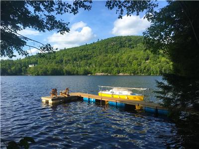 17min to Ottawa! Waterfront Log Cabin, Gatineau Park, NordikSpa nearby.  Boats, trampoline, private