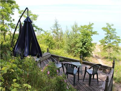 Grand Bend, Prime Lake Huron Beachfront, 4 bed, 2 bath cottage on 100' quiet & private sandy beach