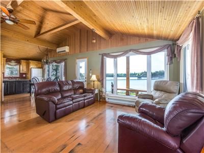 BEAUTIFUL WATER FRONT COTTAGE SHEDIAC BRIDGE
