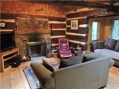 Log Cabin in the Woods - ESCAPE and RELAX -  STONE FIREPLACE