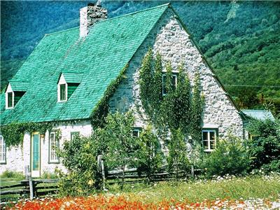 Large Country Homes for rent near Quebec City, from 4 to 32 bedrooms, for 12 to 80 people.