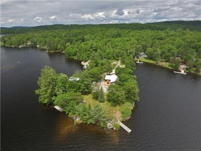 (432) 20 dates available! Weslemkoon Lake, Rents Sat-Sat during the summer, Wifi here!