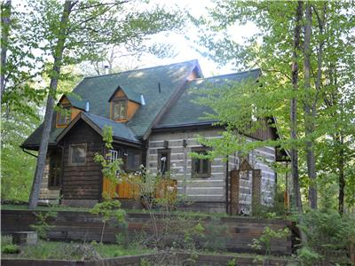Enjoy the beautiful fall colours - relaxing, rustic wooded retreat near Mont Sainte-Marie