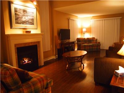 Blue Mtn Sierra Lane ground floor sleep 8- 2BED condo mtn view.SKI WKNDS AFTER MARCH 9TH + MAR.BREAK