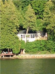 Montsieste Cottage on Lac Gauvreau